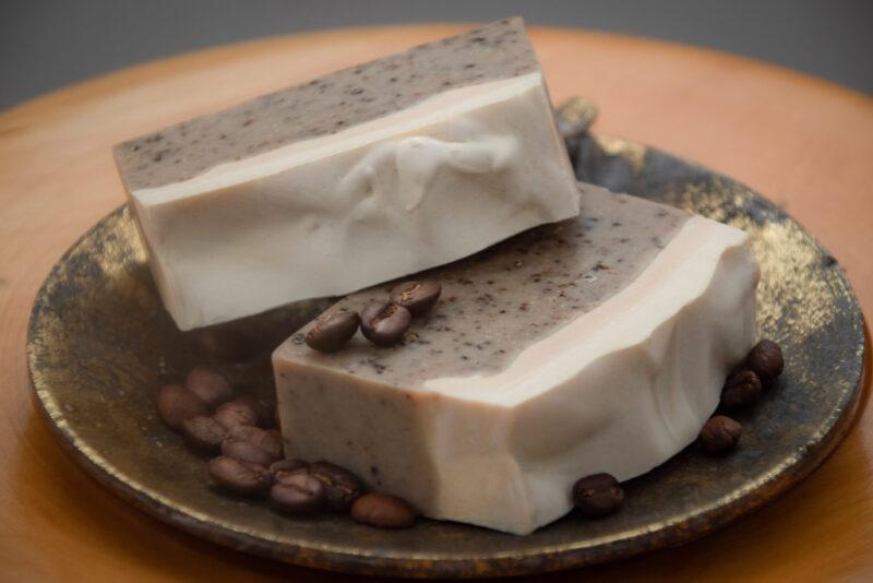 Jabón artesanal vegano – Café Canela – Exfoliante – grande – Maita Porá