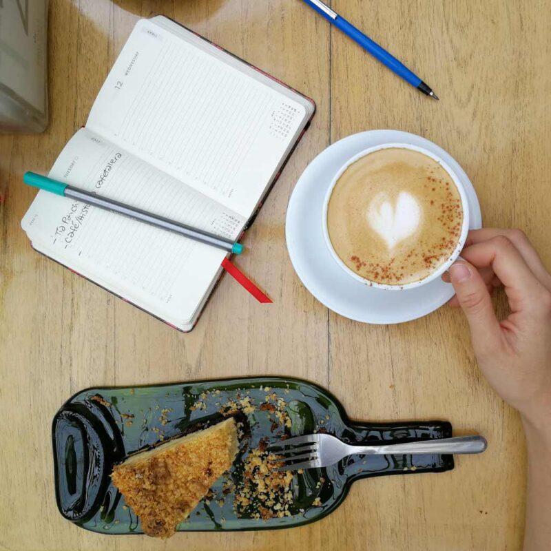 Platos planos hechos con botellas de vino – Tarán Upcyclers