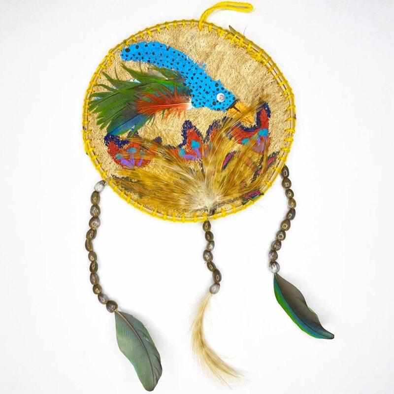 Móvil con Dibujo Tucán grande – circular Plumas, Semillas y Mastate  – Artesanía Cabécar