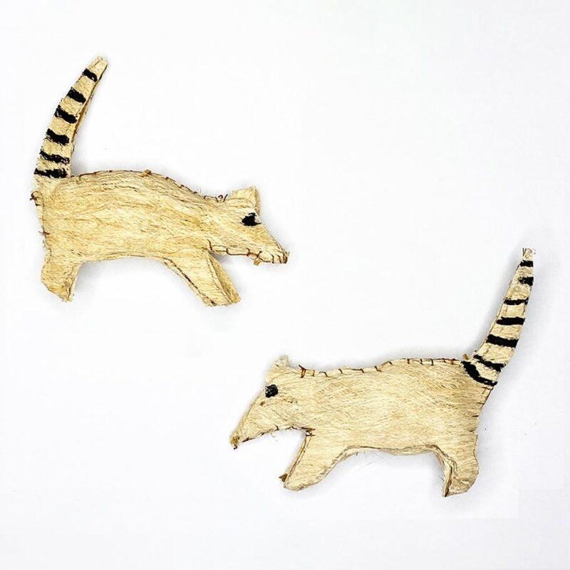 Pizote con rayas – Artesanía Cabécar – Set de 2 – hecho de Corteza